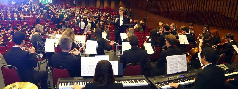 Orchestre Etudiant des Ingénieurs de Liège lors de la Cérémonie de mise à l'honneur des diplômés 2016 de la Faculté des Sciences Appliquées dirigé par Olivier Vopat