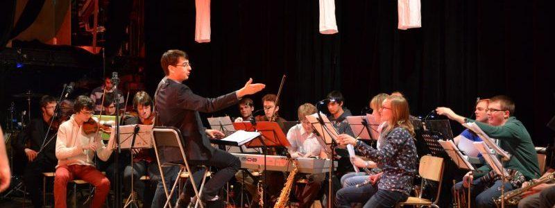 Orchestre de la Revue des Ingénieurs 2013 dirigé par Pierre Vyncke