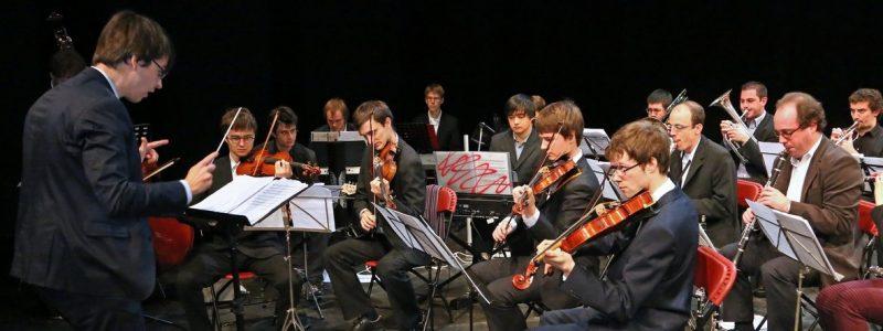 Orchestre lors de la Cérémonie de mise à l'honneur des diplômés 2013 de la Faculté des Sciences Appliquées dirigé par Pierre Vyncke